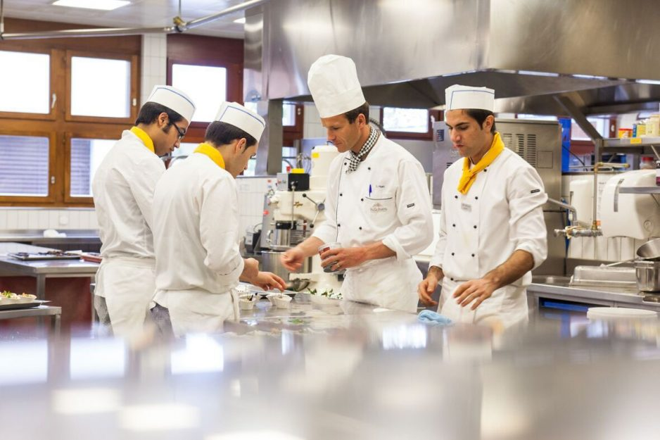 Les Roches Switzerland: Courses in Kitchen